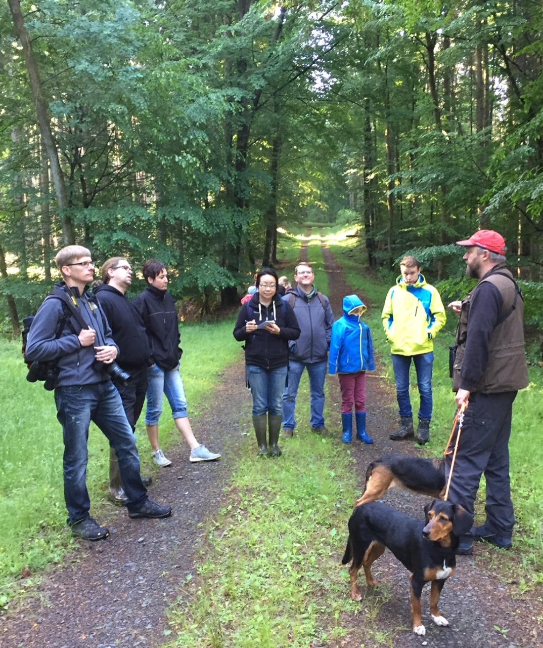Verein Schöner Ausblick e.V. auf Vogelstimmenwanderung mit Axel Rockel von der Hessischen Vogelschutzwarte